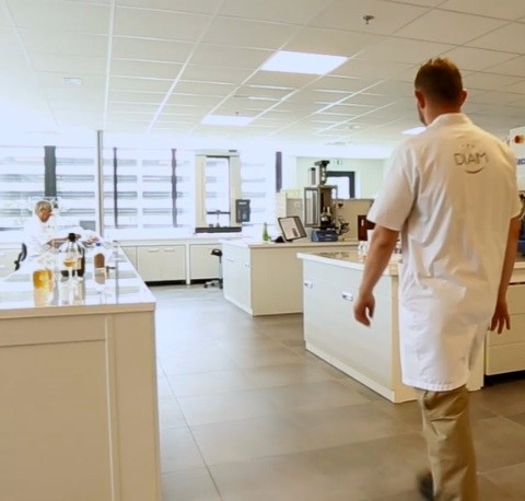 An Oenological Centre at the heart of the R&D department within the Diam Bouchage company.